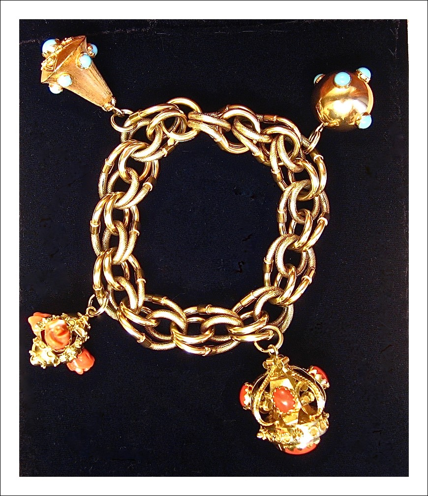Bracciale con bellissimi 'Charms', il tutto in oro 18 kt.