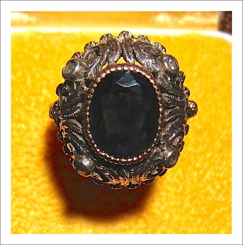 Bellissimo anello con  zaffiro di 3,5 Kt.