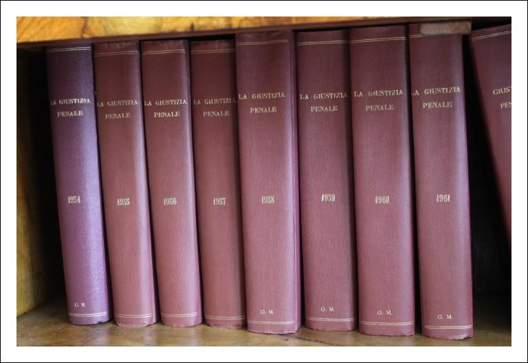 Raccolta n. 30 volumi Giustizia penale. Raccolta per studi Avvocati  - notaio. Giurisprudenza