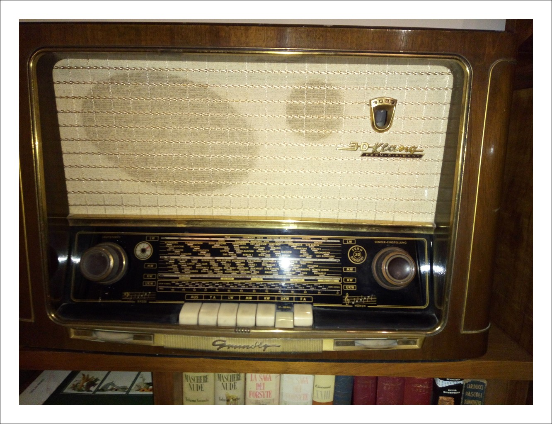 Radio Grundig 3033/56 3D Klang 6 valvole originale 1956 perfettamente funzionate