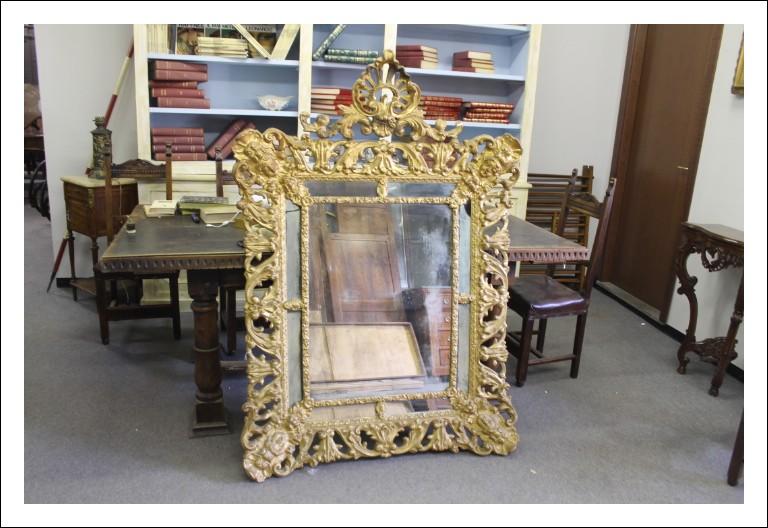 Antichissimo Specchio Barocco, di scuola Romana epoca 600 importanti fregi e alzata profili ricchi a