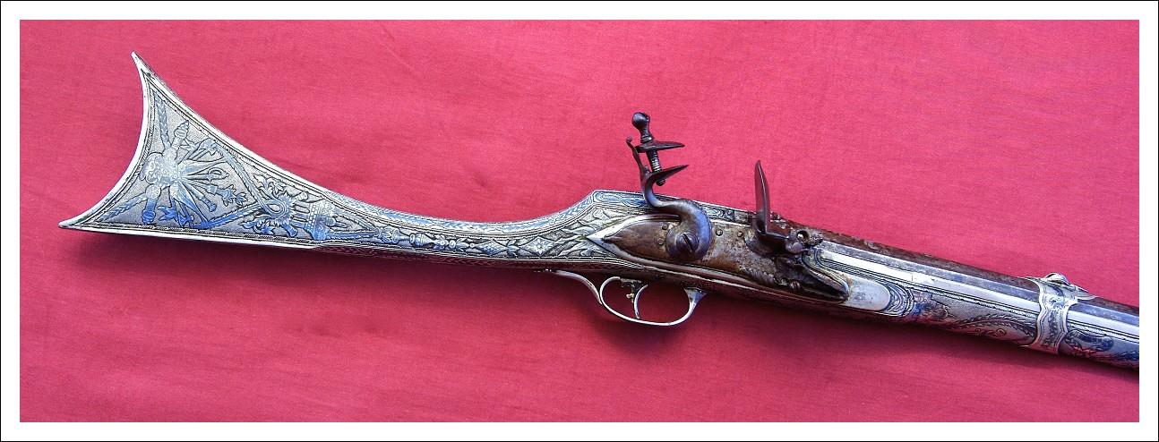 Fucile a pietra focaia interamente in metallo niellato, con scudo in argento, Circa 1840,Boka