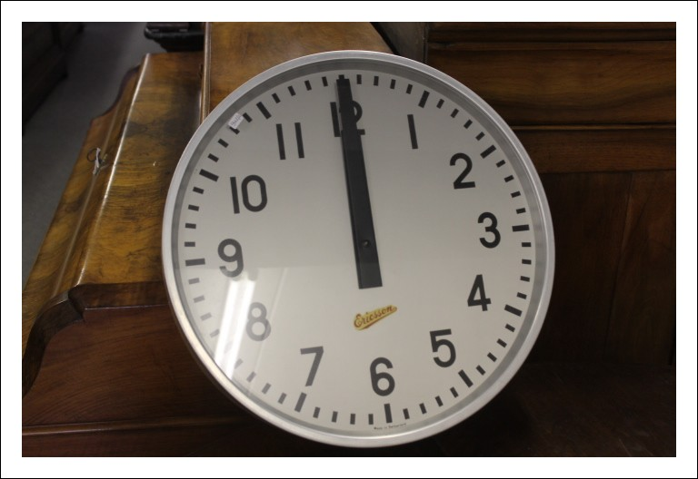 Orologio Ericsonn industriale anni 60 industriale , color acciaio e verde! Vecchio vintage