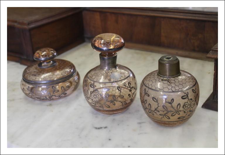 Antico set da toletta, in vetro di murano epoca 1930 , 3 pezzi dipinto in argento !da eredità