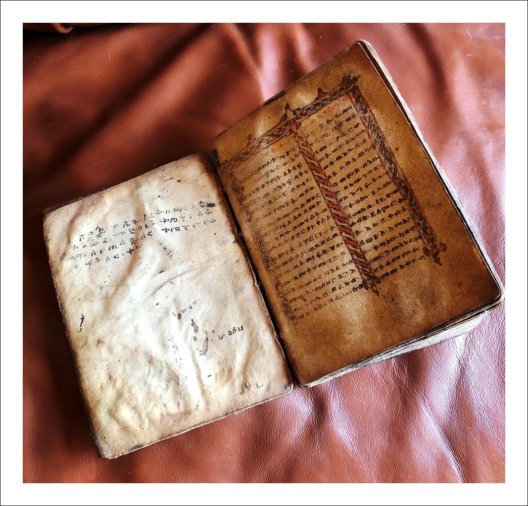 bibbia copta da viaggio
