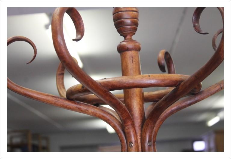 Attaccapanni thonet , in legno di faggio curvato. Restauato ! 1940 Vintage Antico