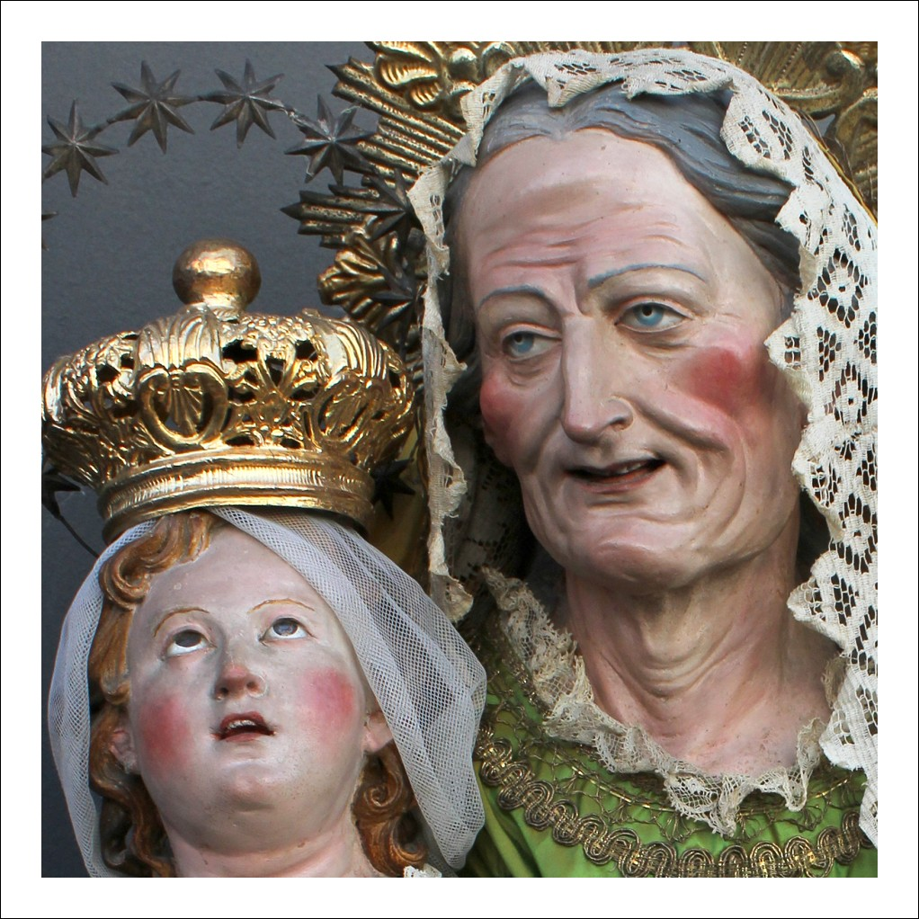 Stupenda Scultura  raffigurante San' Anna con Madonna Bambina