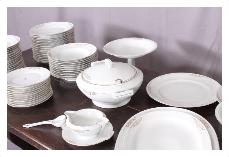 Grande  Servizio piatti in porcellana di Bavaria , XX sec da 12 con alzate e zuppiera e salsiera tot
