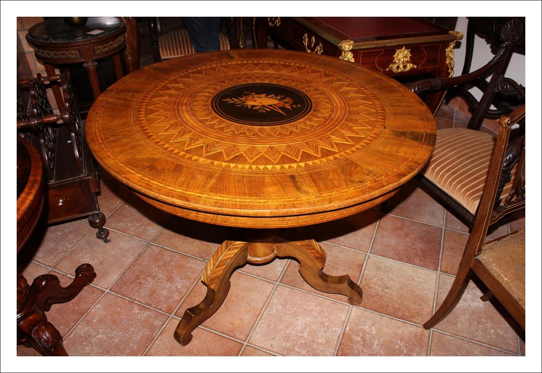 Grande Tavolo Sorrentino in legni policromi.Periodo XIX secolo