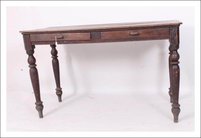 Antico  Scrittoio – tavolino  in noce toscano , 1880 . Scrivania. Antiquariato L. Filippo gambe tor