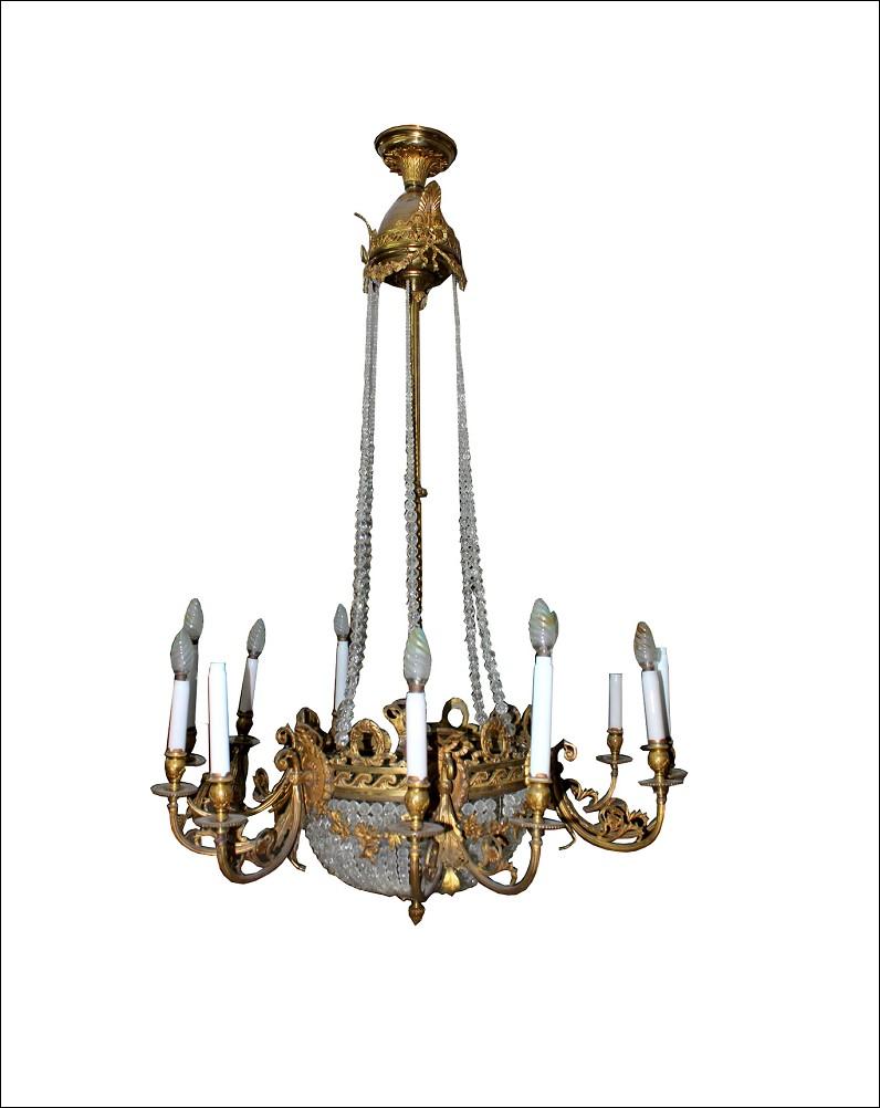 Stupendo lampadario antico in bronzo dorato e cristallo.Periodo XIX secolo