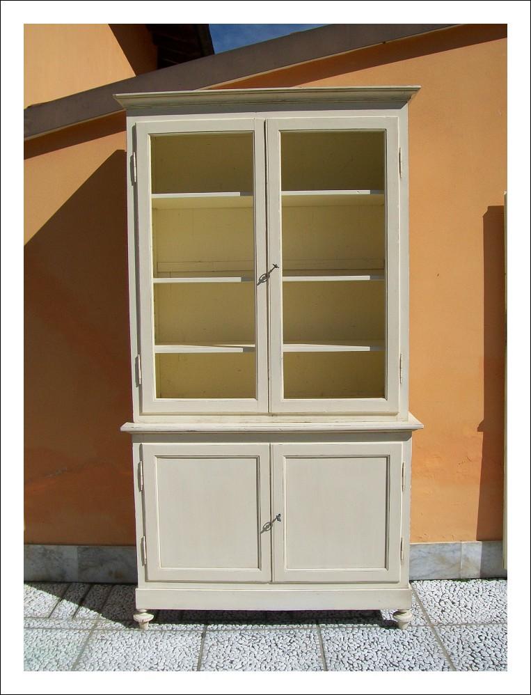 Libreria, vetrina,credenza emiliana con alzata in stile shabby, ; epoca '800.   130 l x 53 p x 236