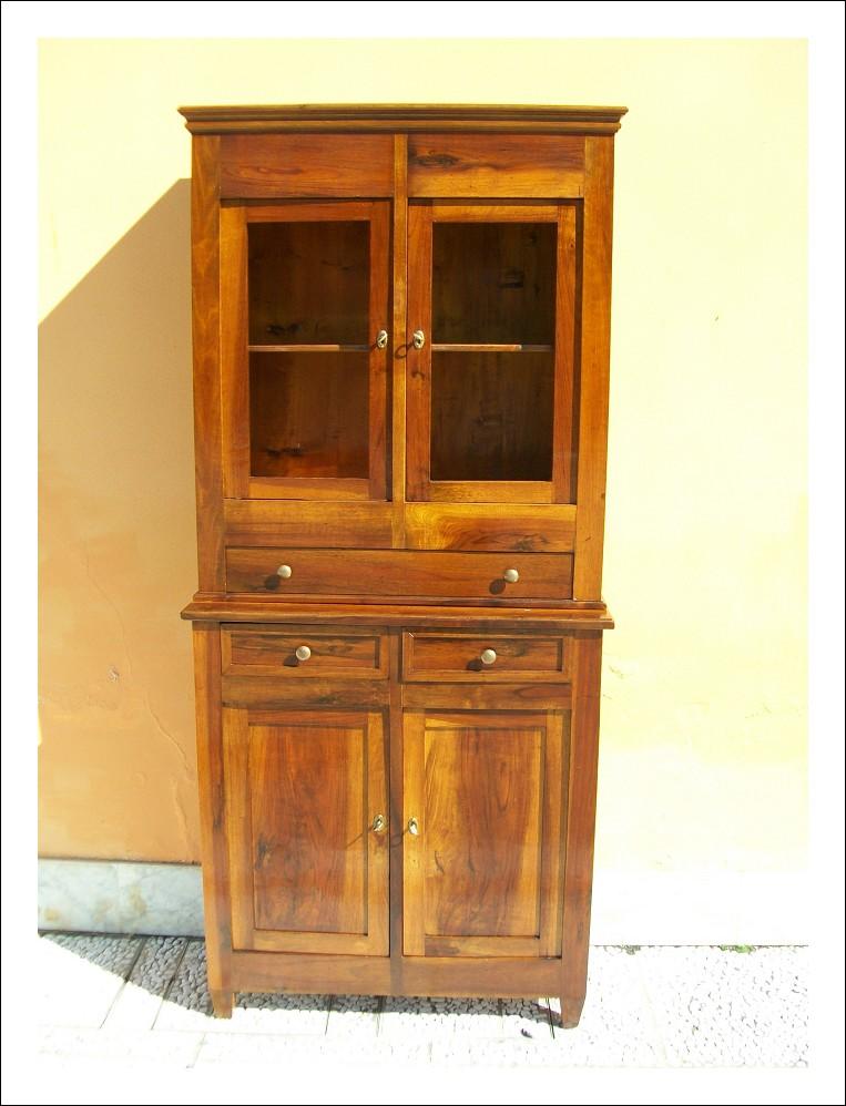 Vetrina, libreria e credenza con alzata, di piccole dimensioni,in noce,emiliana. 89 l x 40 p x 200 h