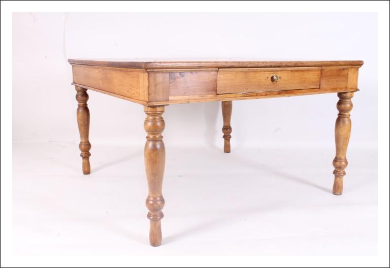 Grande antico tavolo olmo quadrato 800, restaurato naturale. Tavolino antiquariato .