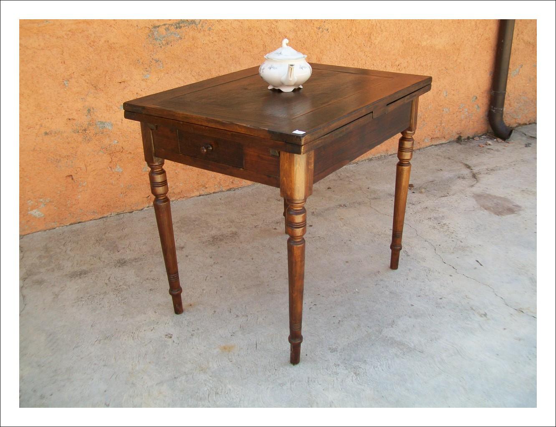Tavolino a tiro rettangolare in abete massello. 70 p x 90 l min x 170 l max.
