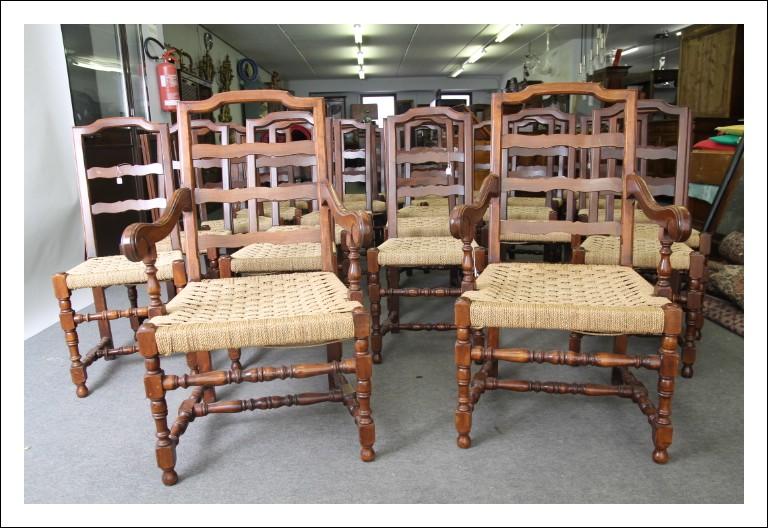 Rarità , Gruppo di 24 sedie a rocchetto più 2 capotavola, in noce ,seduta impagliate epoca 900. Seg
