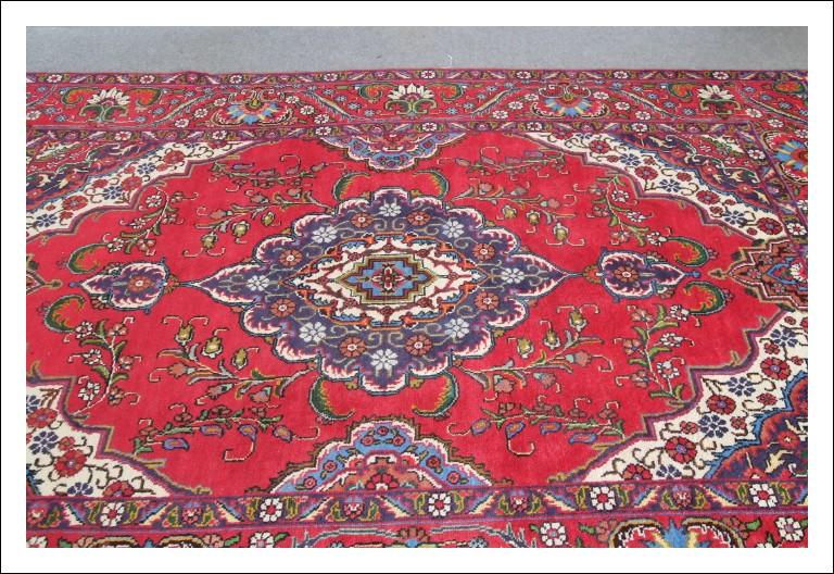 Tappeto Persiano di grandi dimensioni 293 x 198 annodato a Mano . Ottima qualità . Epoca 900