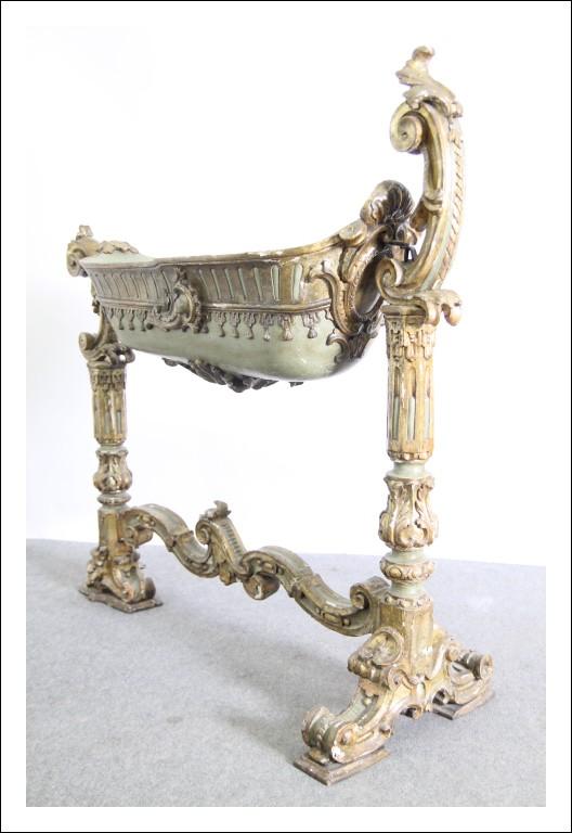 Antica culla  Nobiliare Luigi XIV epoca 00 con mascherone !!Dorata a mecca e laccata verde. Spettac