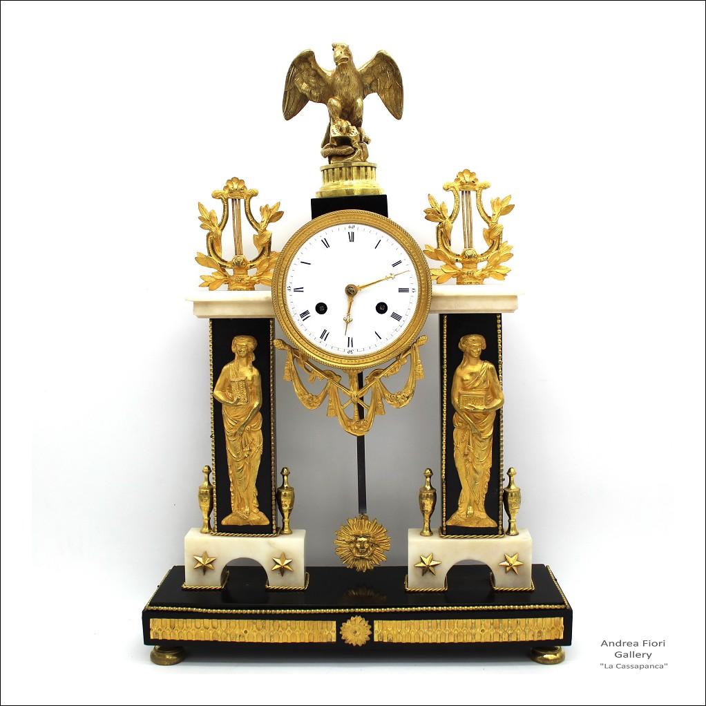 Antico Orologio a Pendolo Portico Direttorio in bronzo dorato e marmo - epoca XVIII secolo