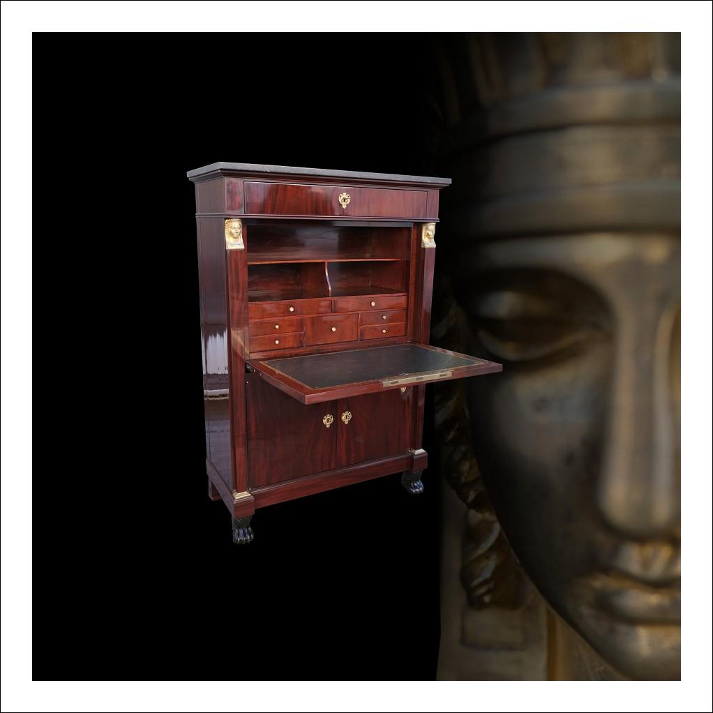 Secretair antico Impero Francese in piuma di mogano con innesti in bronzo dorato