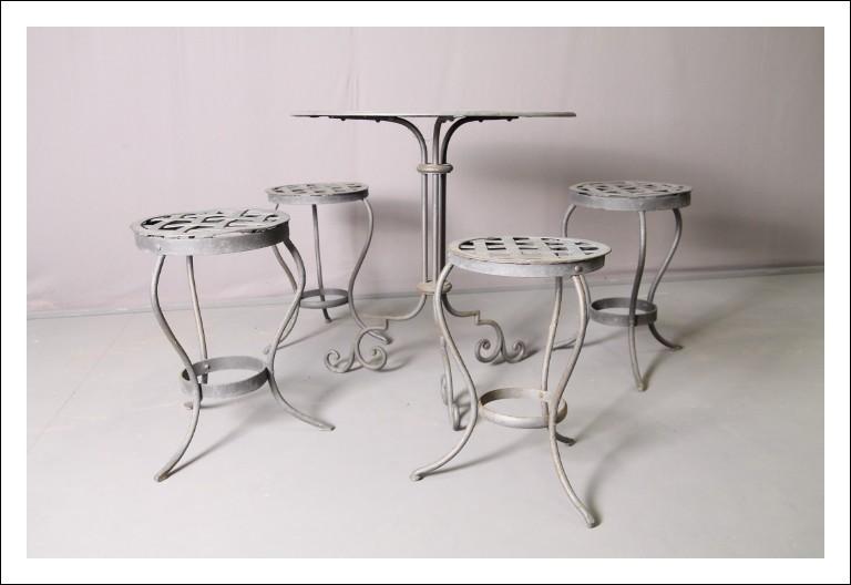 Tavolo con 4 sgabelli da esterno -interno in ferro  battuto anni 60!! Modernariato vintage.