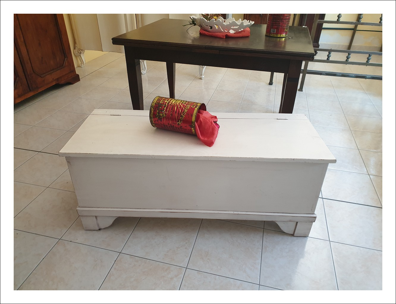 Cassapanca, cassone di piccole dimensioni e in stile Shabby.  120 l x 48 p x 50 h.