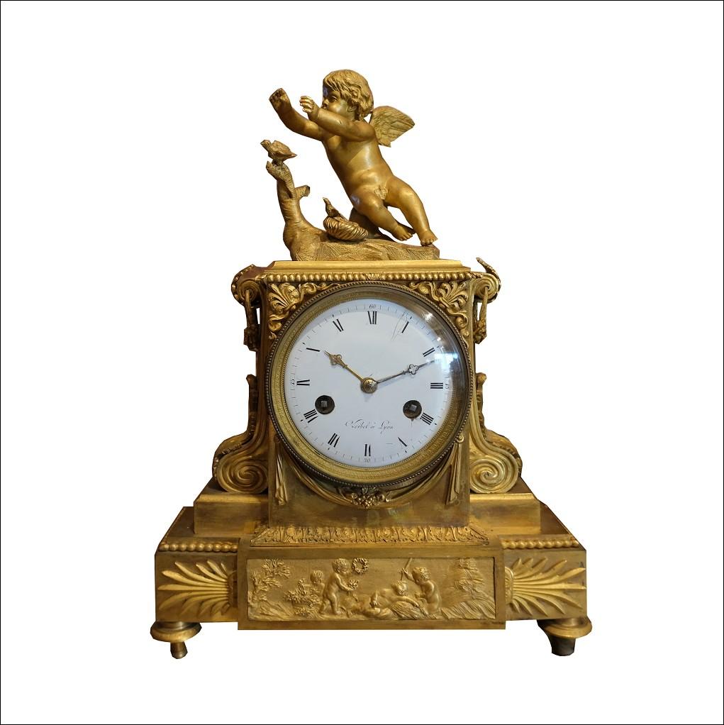 Cod: 242518 Orologio antico Impero Francese in bronzo dorato finemente cesellato. Periodo XIX secolo