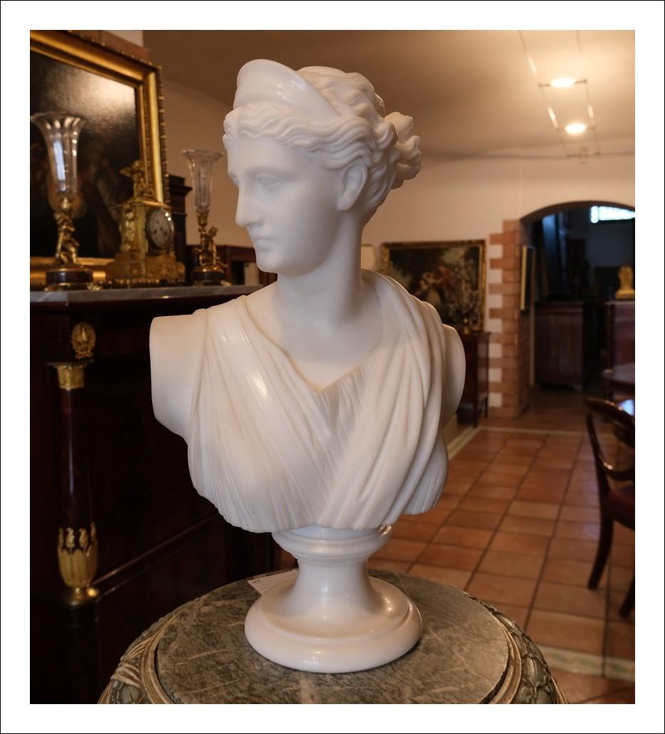 Scultura antica in marmo bianco statuario raffigurante venere.