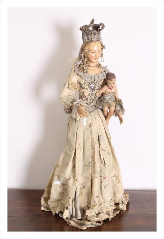Antica statua Madonna Vergine epoca XVII in stucco dipinta , vestiti coevi . H 78 cm