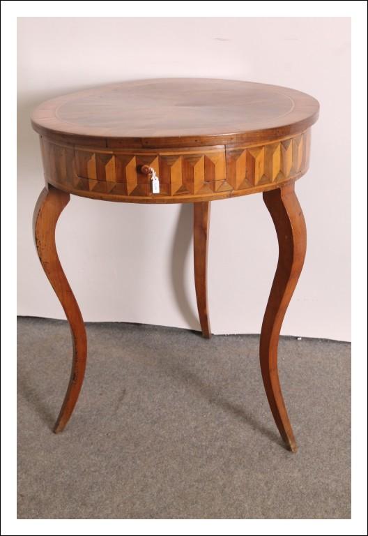 Antico Strepitoso tavolo ROLO XIX , intarsiato a tarsie gambe a sciabola . Antiquariato .