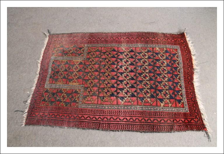 Tappeto vintage orientale epoca 1950 annodato a mano ! Fondo rosso e motivi geometrici mis cm 142 x