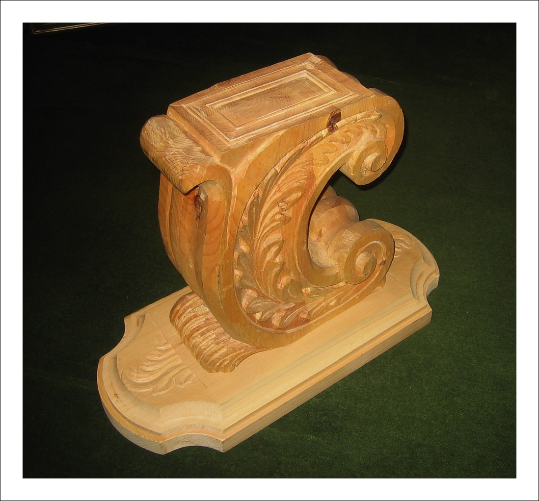 Coppia di basi per tavolo da salotto in legno scolpito da decorare