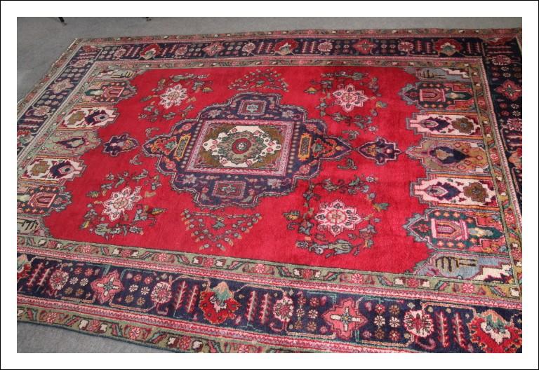 Tappeto Persiano Ottima fattura Tabriz epoca 900. Annodato a mano fondo rosso e motivi geometrici cm