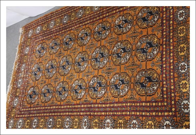 Tappeto Caucasico vintage XX sec cm 250 x 150 toni caldi arancio blu e bianco