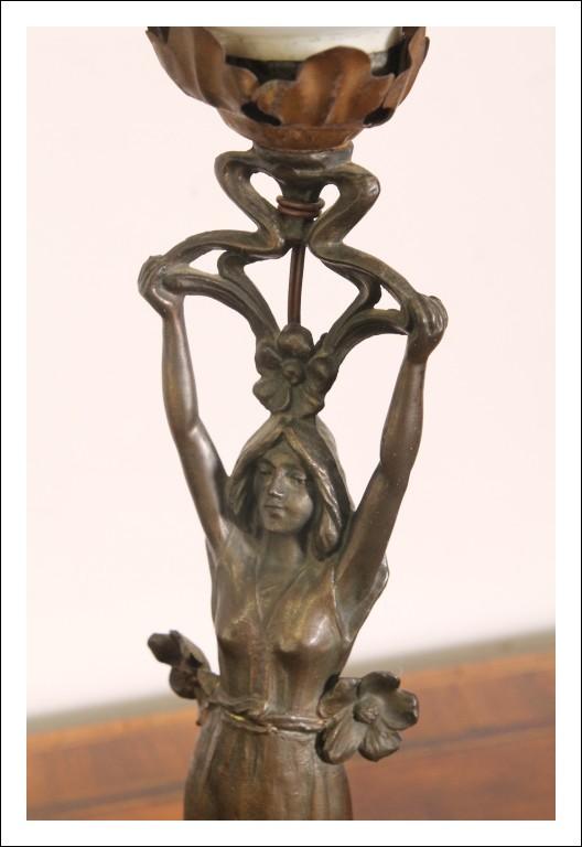 Antica Lampada con dama Liberty in bronzo 1930 ca .Art nouveau originale .