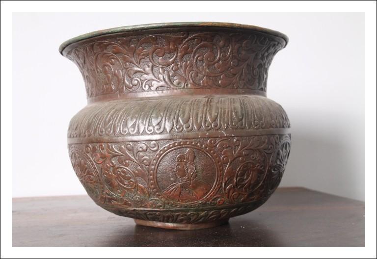 Antico vaso rame Venezia epoca 700 in Rame lavorazione sbalzata con immagine doge.
