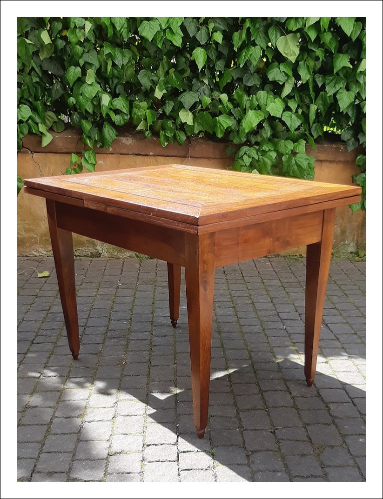 Tavolo antico allungabile dell'800 con piano filettato