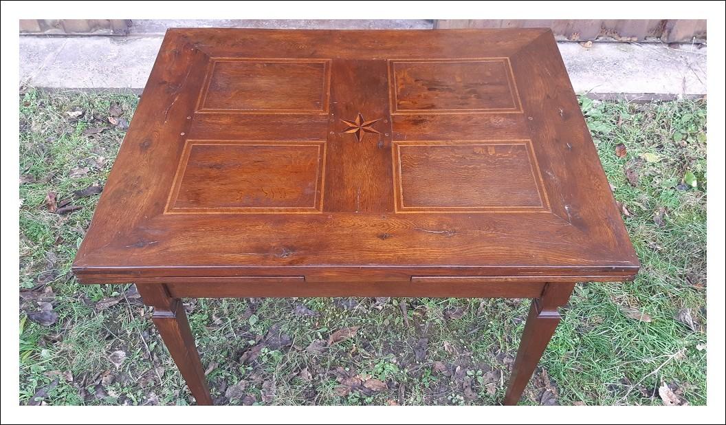 Tavolo antico allungabile dell'800 con filetti ed intarsio a stella