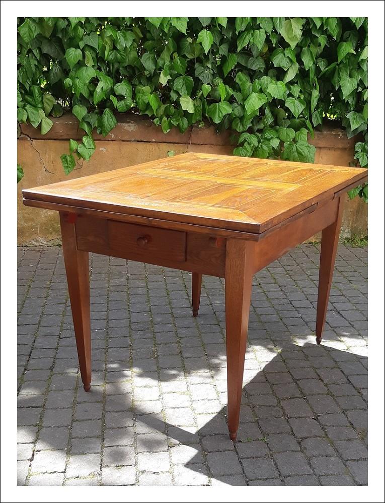 Tavolo antico allungabile dell'800 con piano filettato a crociera