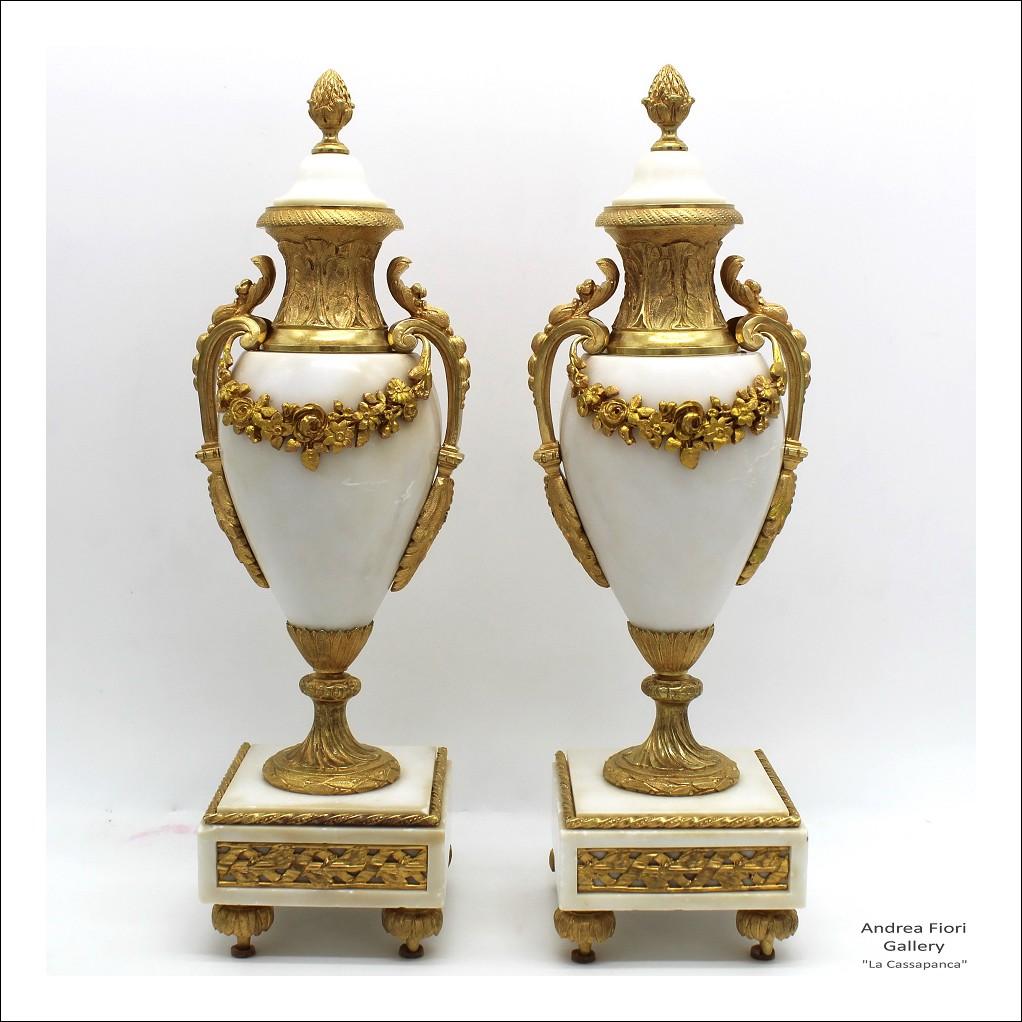 Antica Coppia di Vasi Cassolettes Napoleone III in bronzo dorato - XIX secolo
